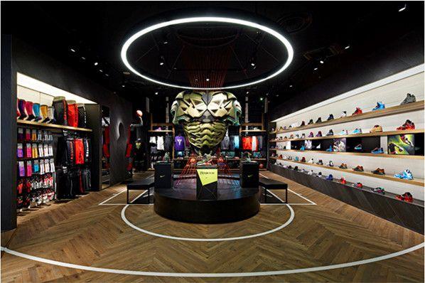 Loja da Nike em Shiba, Japão.